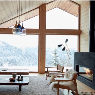 Chalet architecture at its best . In the middle of the Alpine mountain, @studiorazavi build this wooden chalet, that is great take on a traditional design with a modern twist. #gaelleleboulicautphotography #gaelleleboulicaut #Decor #decoration #interior #interiordesign #design #interiorsphotography #interiorsphotographer #instainterior #adstyle #home #homedecor #instahome #architecture #instadecor #interiorinspiration #interiors #homedesign #instaluxe #interiordecorating  #homedesign #elledecor #architecturephotography #livingroomdecor #livingroomdesign